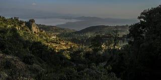 往阿拜亚湖的Dorze村庄 埃塞俄比亚 免版税库存图片