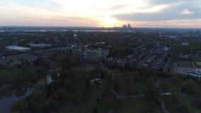 往费城日落的鸟瞰图飞行 影视素材