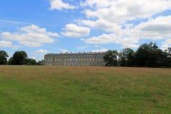 从往Petworth议院的草甸 库存照片