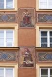 很多华沙大厦有这种非常在门面的有趣的艺术品 库存图片