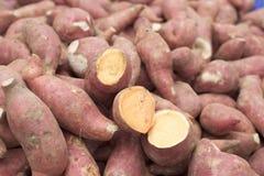 很多新鲜的薯类 库存图片