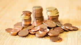 很多硬币 库存图片