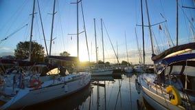 很多美丽的航行游艇和筏被停泊对码头在希腊小游艇船坞在雅典,地中海, a 股票录像