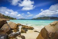 很多花岗岩在塞舌尔群岛101的海岸晃动 免版税库存照片