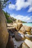 很多花岗岩在塞舌尔群岛107的海岸晃动 免版税库存照片