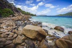 很多花岗岩在塞舌尔群岛116的海岸晃动 库存照片