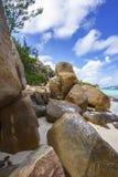 很多花岗岩在塞舌尔群岛128的海岸晃动 免版税库存图片