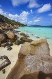 很多花岗岩在塞舌尔群岛129的海岸晃动 免版税库存图片