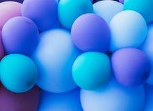 很多蓝色气球,自豪感节日 库存图片