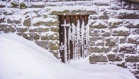 很多雪阻拦的门阶,冬天,孚日省, Fr 库存图片
