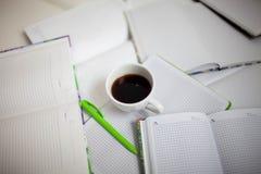 很大数量的日志和笔记本 免版税库存图片
