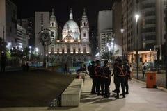 很少人在里约2016年奥运会以后参观奥林匹克火葬用的柴堆 免版税图库摄影