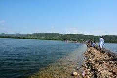 很快谷的,巴基斯坦Uchali湖 图库摄影