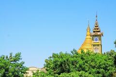 很快Oo Ponya申英澈塔和尖沙咀钟楼,实皆,缅甸 免版税库存图片