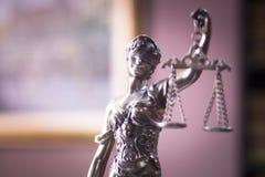 律师事务所法律雕象 免版税库存照片