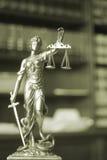 律师事务所法律雕象Themis 库存图片