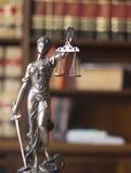 律师事务所法律雕象Themis 免版税图库摄影
