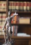 律师事务所法律雕象Themis 免版税库存照片