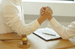 律师和企业合作的咨询 库存照片