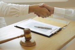 律师和企业合作的咨询 免版税库存图片