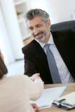 律师握手客户 免版税库存图片