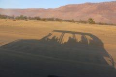 徒步旅行队吉普阴影 免版税库存照片