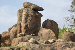 徒步旅行队岩层 库存照片