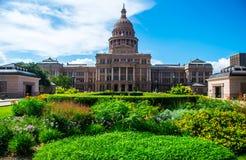 得克萨斯国家资本大厦春天开花奥斯汀 免版税图库摄影