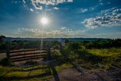 得克萨斯小山县牧场入口 库存照片