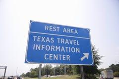 得克萨斯旅行情报中心高速公路出口标志 库存照片