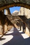 得克萨斯西班牙使命外部拱道 库存图片