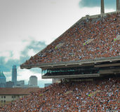 得克萨斯长角牛学院橄榄球赛 免版税库存照片
