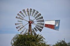 得克萨斯风车和素馨在泰勒得克萨斯 免版税库存照片