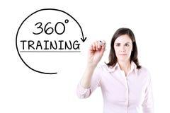 得出360程度的女实业家训练在虚屏上的概念 免版税库存照片
