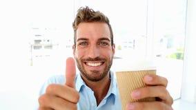 得到咖啡和给赞许的商人 影视素材
