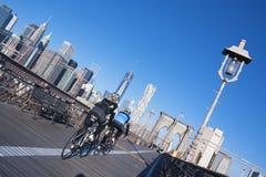 得到在布鲁克林大桥的适合 库存照片