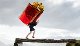 得到礼物或奖金 混合画法 图库摄影
