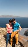 得到selfie的年轻夫妇 免版税库存照片