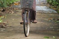 循环在村庄附近,版本13 库存照片