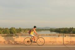 循环的人年轻人 图库摄影