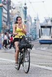 循环的女孩在阿姆斯特丹 免版税库存照片