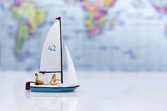 微型人民:有体育航行的游人 旅行企业概念的图象用途 免版税库存图片