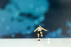 微型人民:足球运动员人,橄榄球世界冠军 库存照片