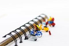 微型图:停放摩托车和自行车的 停放的企业概念图象用途 免版税库存图片