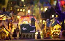 微型圣诞节村庄场面 免版税库存照片