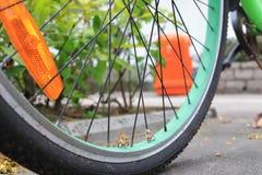 微型在自行车的图乘驾自行车 库存图片