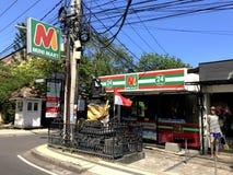 微型小店杂货店的入口 免版税库存照片