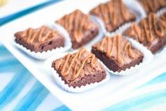微型果仁巧克力用焦糖 库存照片