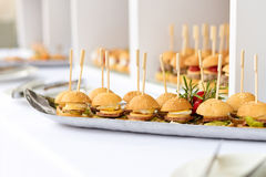 微型汉堡包,手抓食物,微型汉堡,党食物,滑子 免版税库存图片
