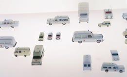 微型火enginefire卡车,在奔驰车汽车博物馆的比例模型车 奶油被装载的饼干 库存照片